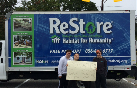 Habitat for Humanity Club hosts its first Stuff-A-Truck event of the year