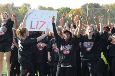 Seniors pull out a win against the juniors in the annual Powder Puff football game